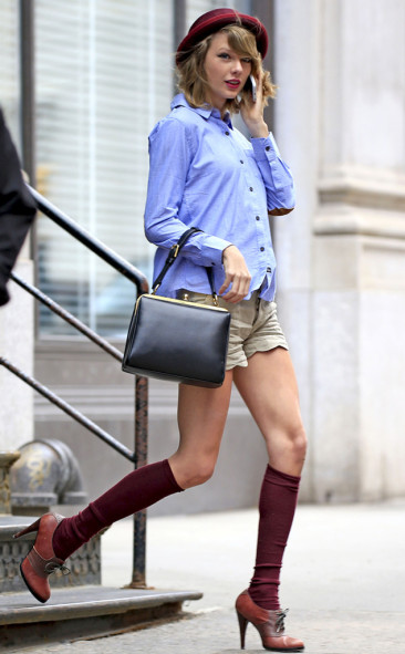 Taylor Swift Rocks Short-Shorts While Running Errands in New York City