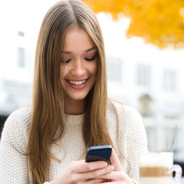 5 Texts You Should Never Send Her