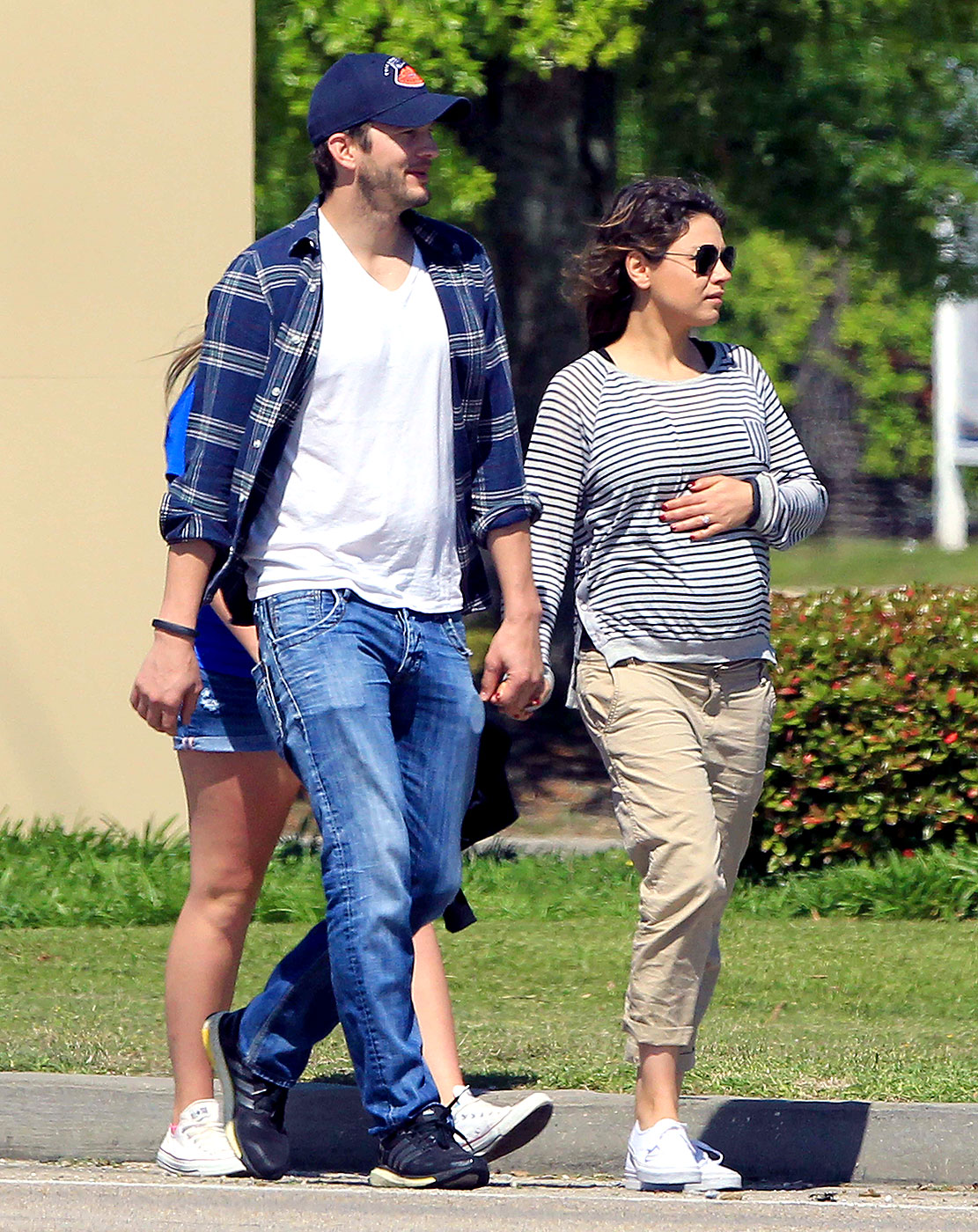 mila kunis discusses pregnancy says she will have natural