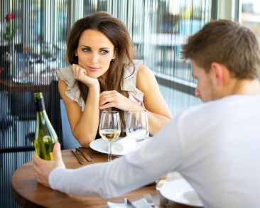 10 Things Guys Should Do On A First Date