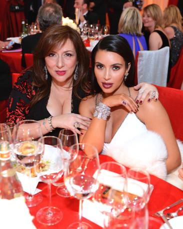 Kim Kardashian's Pals Plan Girls' Night Out in Paris Before She Marries Kanye West