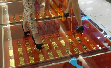 Chinese shopping mall 'streets' are literally paved with 24-carat gold