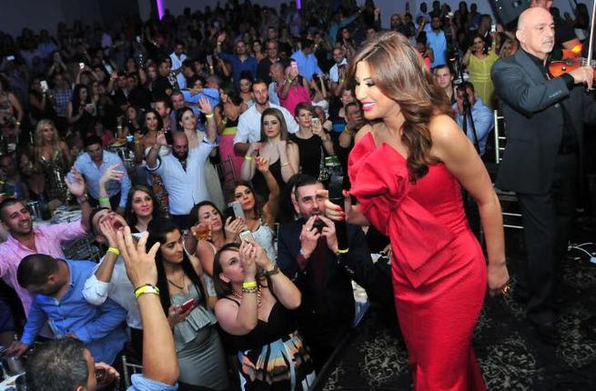 Things get heated on stage as Najwa Karam stands up to her bully during Australia concert! Check out The Video