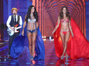 2014 Victoria's Secret Fashion Show: See Alessandra Ambrosio, Karlie Kloss and More Angels on the Runway!